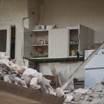地震発生時に家の中で一番安全な場所、危険な場所は?外出先だとどこに避難する?