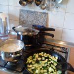 黒豆は圧力鍋を使えば水に戻さないでも美味しく作れる!?時短のコツは?